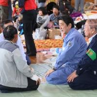 2016/04/29 安倍総理は熊本地震による被害状況を視察するため大分県及び熊本県を訪問しました